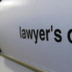 Ali obstaja odvetniška pisarna z dušo?